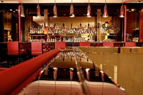 The bar at The Lamb s Club